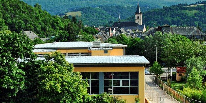 Die Turnhalle der Wisperschule von außen
