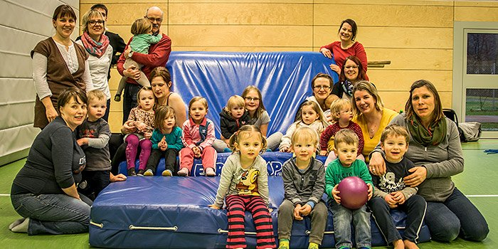 Gruppenbild Eltern-Kind-Turnen