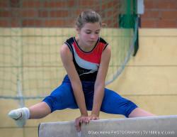 Annalena Werthenbach am Balken